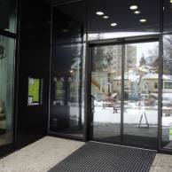hotel-fabrika-automaticke-posuvne-dvere-geze-2
